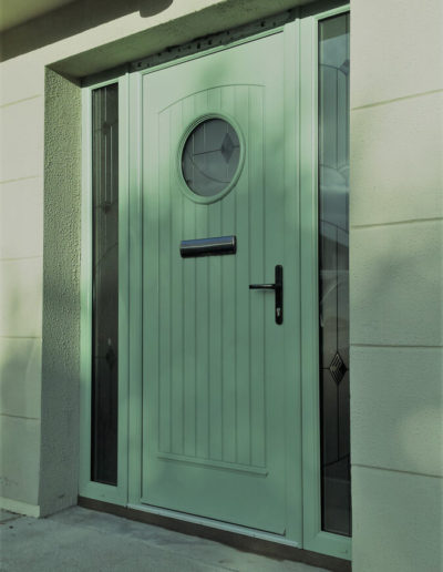 Palladio Viking door with sidelights in Chartwell Green (2)